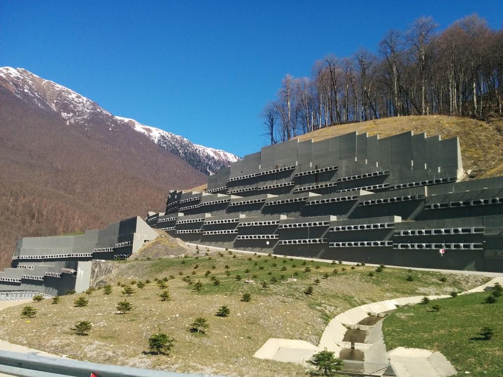 Устройство подпорных стен при строительстве спортивно-туристического комплекса «Горная Карусель»